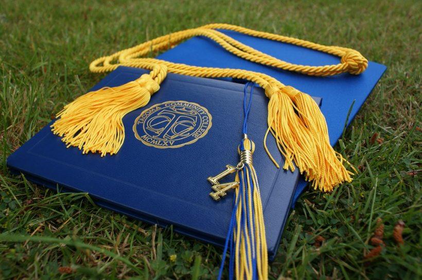 graduation-907565_960_720